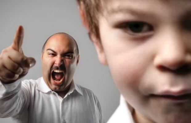 За жесткое обращение с ребенком, отца можно лишить родительских прав
